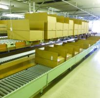 アパレル輸送の効率化 「手積み・手下ろし」に探る