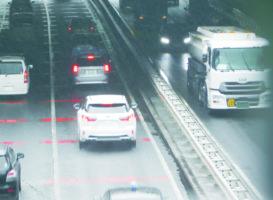 梅雨時期の雨による事故 高速道路上の防止対策