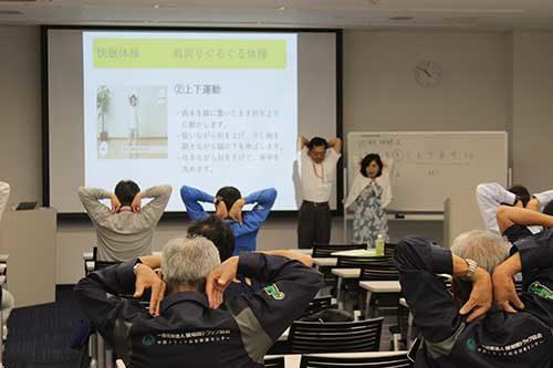 日本快眠協会 初任ドライバー研修で睡眠の重要性を説く