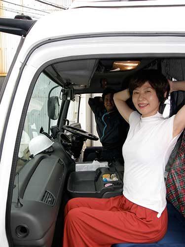 誠幸運輸倉庫 運転席で簡単に取り組める「トラッカーズヨガ」を開発