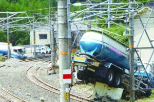 濁流にトラック消え… 西日本豪雨のツメ跡
