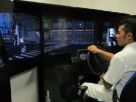 シモハナ物流 ドライブシミュレーター設置、危険予知訓練の充実に