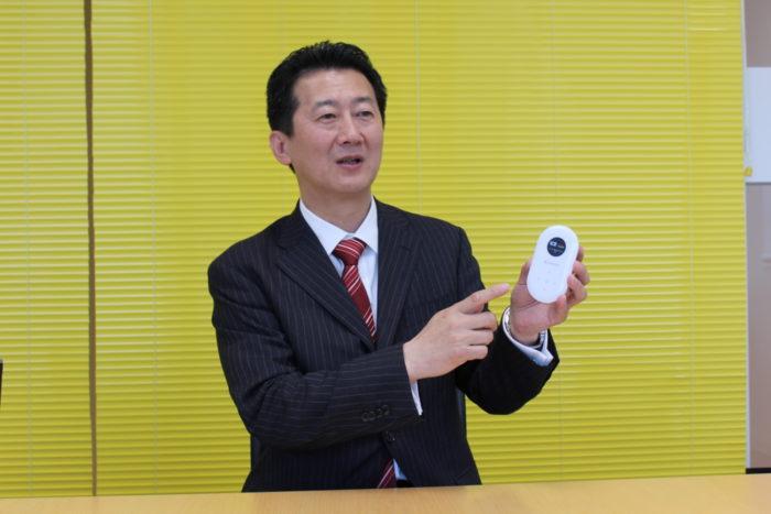 ソースネクスト 外国人労働者に対応、双方向通訳デバイス「ポケトーク」
