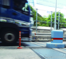 車両制限令違反に対する取締り 指導警告は恣意的か