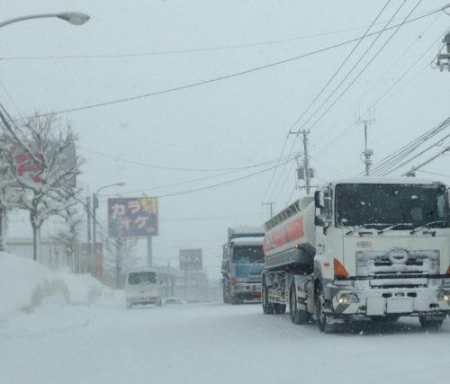 大雪対策していますか? 大規模滞留の原因は「大型車」