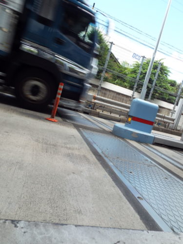 「通行許可は取れているが、あの経路は走るな」 許可証の経路通りに走行して軸重違反