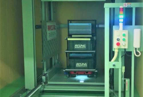 ZMP 物流支援ロボットを電子機器製造工場に導入