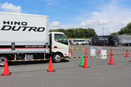 日野自動車 最新安全技術試乗会「トラックにも採用したい」