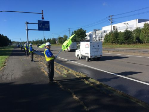 サッポログループ物流 国道で交通安全啓発活動を実施
