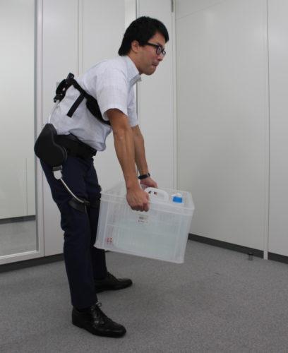 トヨフレックス 外部動力不要で使用可能なアシストスーツ