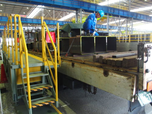 大和電機工業 労災から作業員を守る、オーダーメイドの安全作業台