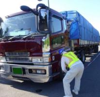函館開発建設部 違反車両を取り締まり