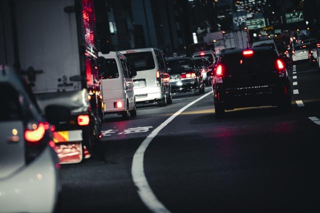 たちはだかる道交法の壁 深夜の高速道路「運行管理できない」