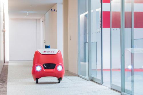 日本郵便 配送ロボットの運行実験、エレベーターと連携
