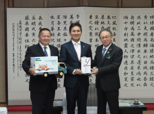 沖縄ヤマト運輸 首里城再建を支援、県に1000万円寄付