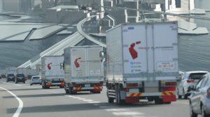 2021年までに隊列走行の商業化 大型トラック4社が協調技術で対応