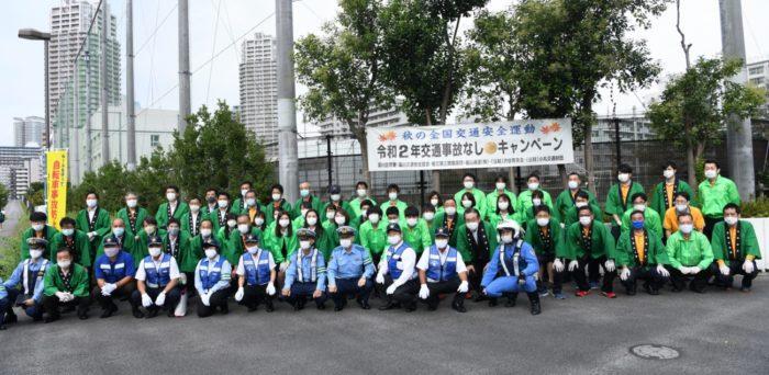 福山通運 交通安全の街頭活動、梨300個を配る