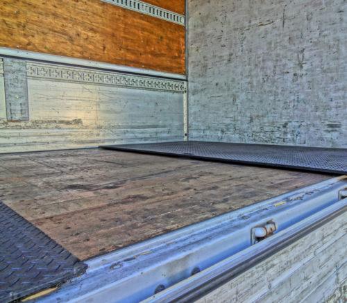 ビーベストワーク「プラボーくんPS―EX」 カゴ台車による荷台損傷と事故を防止