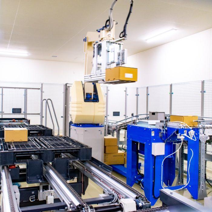 シード 生産スピードを安定化、自動倉庫と自動パレタイズロボ