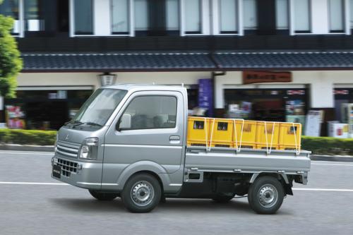 三菱自動車 ミニキャブトラックの安全装備を充実